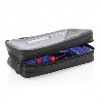 Portable UV-C steriliser pouch with integrated battery